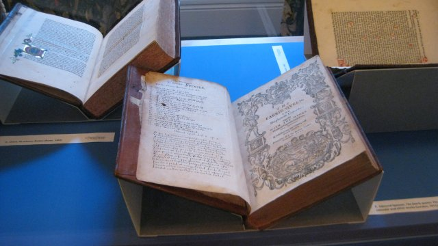 Display of early printed books